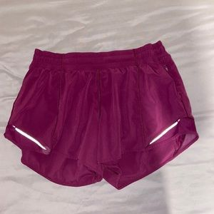"""Lululemon Hotty hot shorts 4"""""""